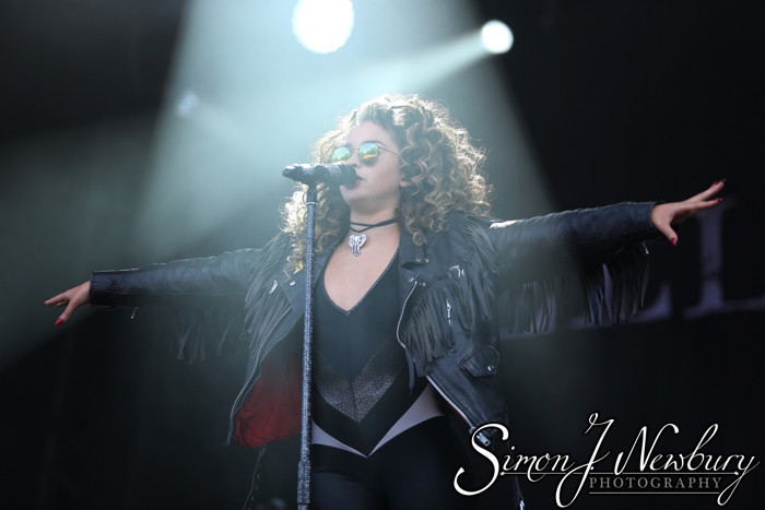 Music Photography: Kendal Calling 2015. Ella Eyre photos. Professional music photographers based in Cheshire. Festival photography & live music