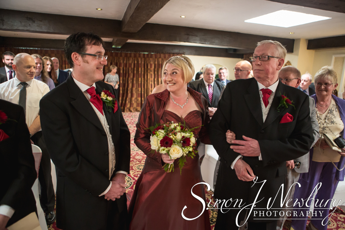Wedding Photography: Hunters Lodge Hotel, Crewe | Angela & Mark. Wedding photographer Hunters Lodge Hotel in Crewe, Cheshire. Hunters Lodge wedding photos