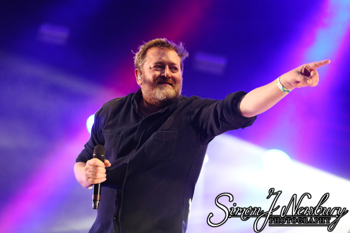 Music Photography: Kendal Calling 2015. Elbow Guy Garvey photos. Professional music photographers based in Cheshire. Festival photography & live music